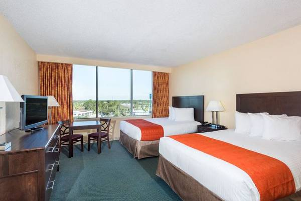DELUXE ROOM Ramada Gateway Orlando Hotel in Florida